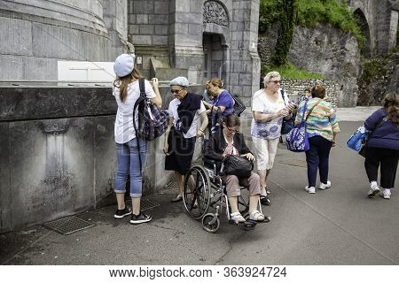 June 12, 2017 -france - Lourdes - General Views Of The Shrine With The Parishioners Preparing To Pra