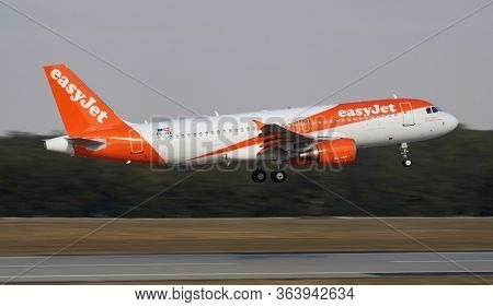 Budapest / Hungary - October 7, 2018: Easyjet Airbus A320 Oe-ivx Passenger Plane Arrival And Landing
