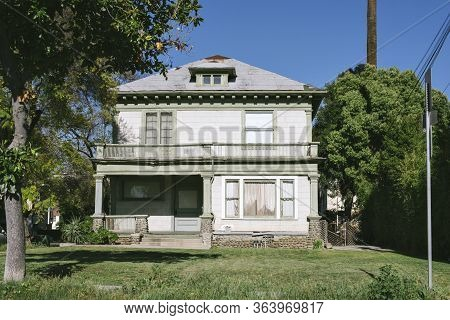 Old Decrepit Home In Need Of Repair - Scary Abandoned House - Fixer Upper In Need Of Repairs