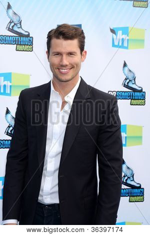 LOS ANGELES - AUG 19:  Jason Dundas arrives at the 2012 Do Something Awards at Barker Hanger on August 19, 2012 in Santa Monica, CA