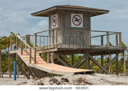 Closed Lifeguard Stand