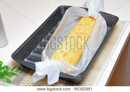 Baking Swiss Roll In Parchment