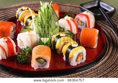 Mix Sushi roll set in wood dish
