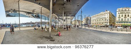 Norman Fosters Pavilion With Mirrored Ceiling