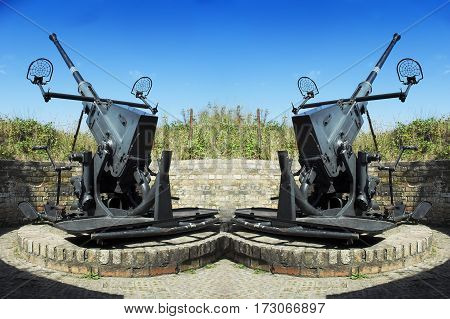 Two old anti-aircraft guns to defend against the Atlantic Wall in the Second World War