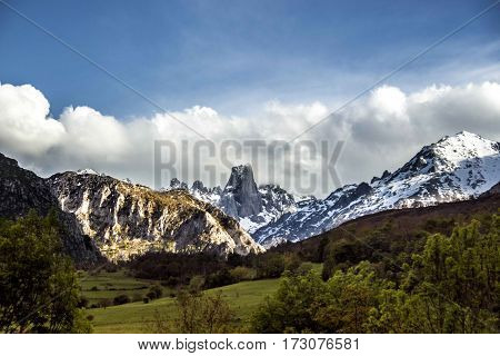 A photo of a tipical Asturias´ mountain called Urriellu