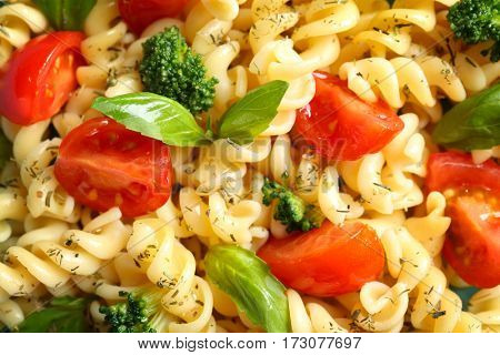 Pasta salad with tomatoes and broccoli, closeup