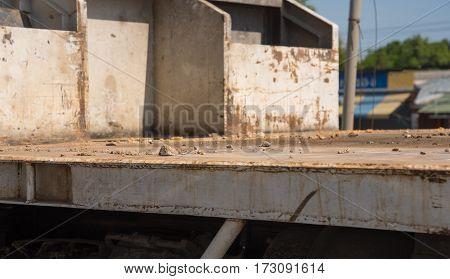 Ground On Truck Or Dumper.