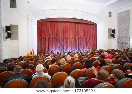 MOSCOW - OCT 19, 2016: People wait Performance in Modern theater