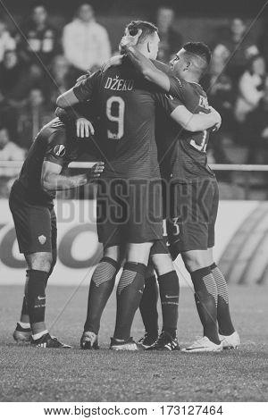 VILLARREAL, SPAIN - FEBRUARY 16: Roma players celebrate a goal during UEFA Europa League match between Villarreal CF and AS Roma at Ceramica Stadium on February 16, 2017 in Villarreal, Spain