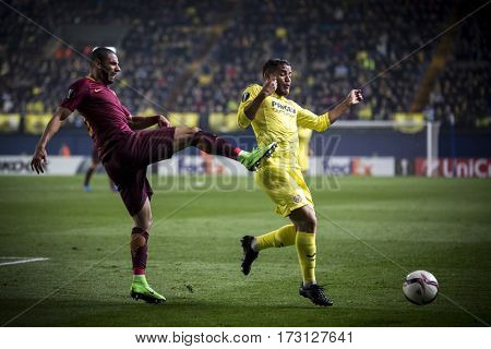VILLARREAL, SPAIN - FEBRUARY 16: (R) Dos Santos, (L) Peres during UEFA Europa League match between Villarreal CF and AS Roma at Ceramica Stadium on February 16, 2017 in Villarreal, Spain