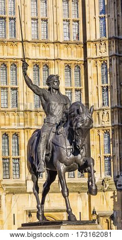 King Richard 1 Lionhearted Statue Houses of Parliament Westminster London England. King Richard Coeur De Lion Richard the Lionhearted was King from 1189 to 1199. Statue by Marochetti and placed d in front of Parliament in 1860.