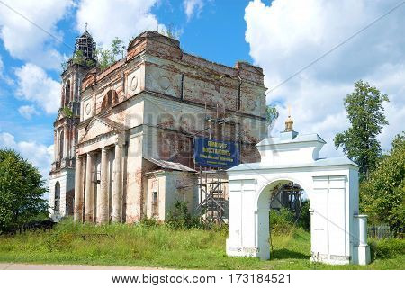 NIKOLO-KORMA, RUSSIA - JULY 13, 2016: The ruins of the old cathedral of St. Nicholas and gates rural churchyard. The village of Nikolo-Korma. Yaroslavl region