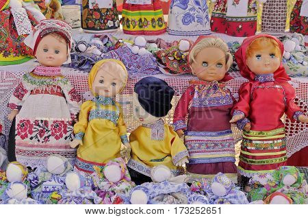 Several dolls dressed in Russian national clothes