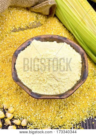 Flour Corn In Bowl With Grits And Cob On Board