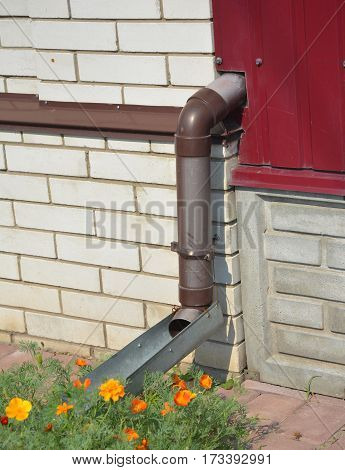 How to Drain Downspout Water Flow Away from a House.