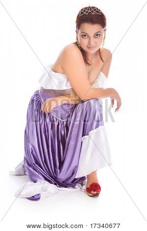 Junge Smiley Frau im Ball-Kleid mit Diadem auf Kopf