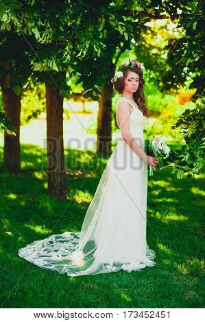 Portrait of the bride -bride in an expensive wedding dress