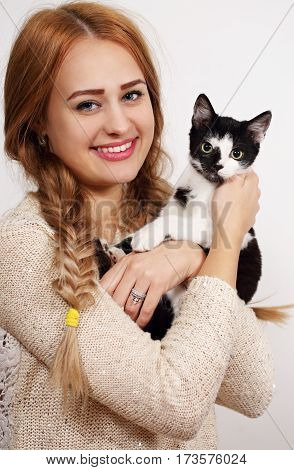 Portrait of the beautiful young woman with cat