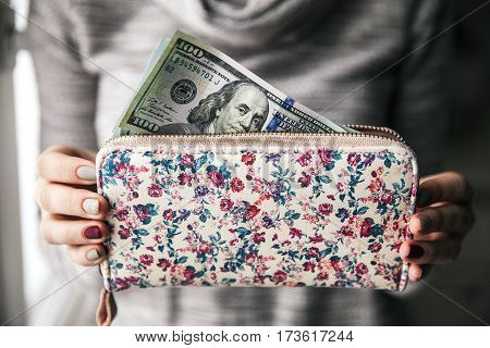 On the women's purse sticking out 100. Prints of flowers. Women's hands with a nice manicure. Business Offers