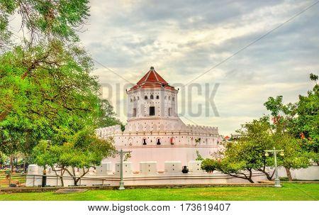 Pom Phra Sumen Fort in Santi Chai Prakan Park - Bangkok, Thailand