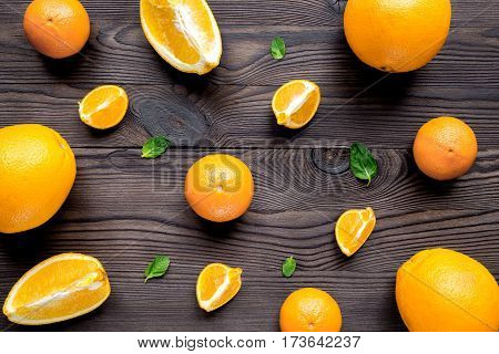 Cooking sweet orange juice whith mint on dark wooden background top view pattern