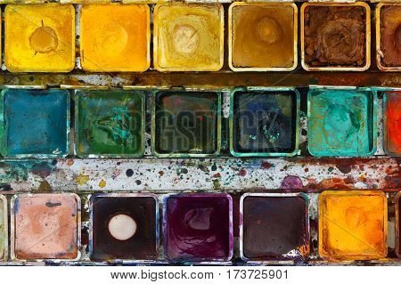 Various watercolor pigments in the color-saucer - water colors