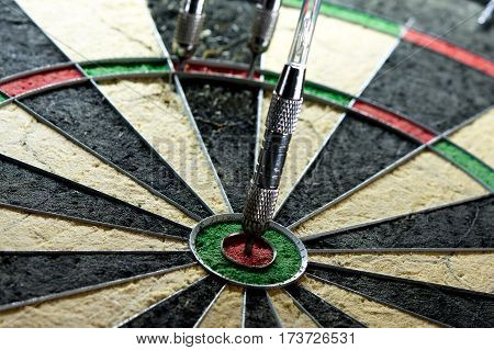steel dart board with maximum 170 points finish