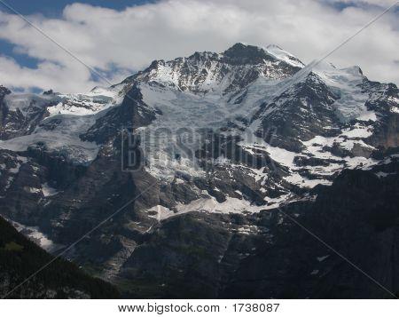 Jungfrau, Full