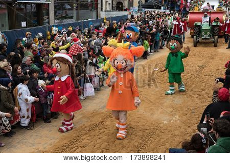 Large figures in Cologne's rose monday parade followed by parade vehicles - Participants of the rose monday parade in cologne on February 27, 2017