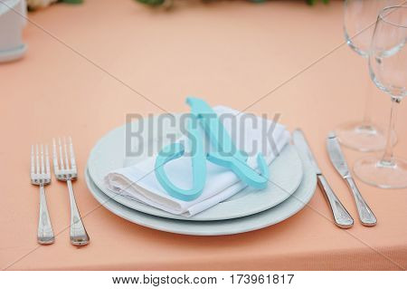 The cute exemple of wedding table serve with white napkin and setting and with A letter
