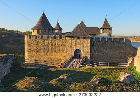 Charming Khotyn Fortress In Autumn Sunny Day. The Tourists Go Through The Bridge To The Fortress. Fa
