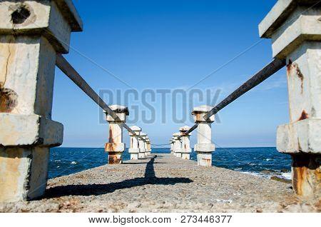 Muelle De Piriapolis, Uruguay. Fondo De Cielo Y Agua