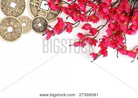 China decoración de año nuevo--moneda de cobre y de la flor del ciruelo rosado.