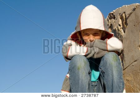 Traurig einsam Kind alleine Trauer