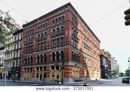 New York City, New York - June 11, 2020: Store Closed During The Covid-19 Pandemic, With Boarded Up
