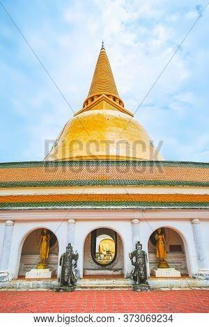 The Tallest Stupa Phra Pathomchedi.