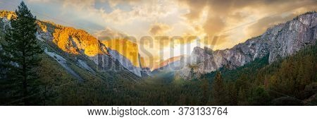 Yosemite Valley Nation Park During Sunrise View From Tunnel View On Morning Time. Yosemite Nation Pa