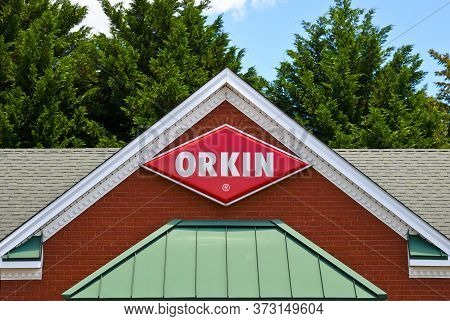 Villa Rica, Georgia / Usa - May 30, 2020: Front View Of An Orkin Branch Office Buiding With Orkin Lo