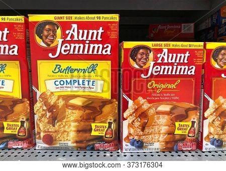 San Leandro, Ca - June 23, 2020: Aunt Jemima Pancake Mix, Original And Buttermilk. The Pancake Mix D