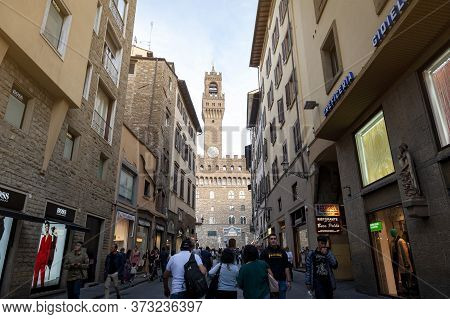 Florence, Italy - October 2019: A Walk Street Leading To The Palazzo Vecchio, The Town Hall Of Flore