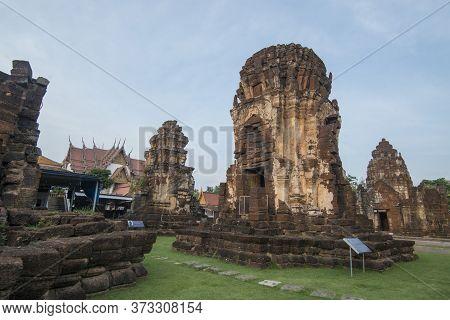 Thailand Phetburi Wat Kamphaeng Laeng Temple