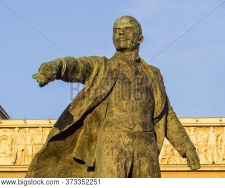 St. Petersburg, Russia - September 1, 2019: View Of The Monument To Lenin On Moscow Square (moskovsk