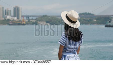 Travel woman look at the sea