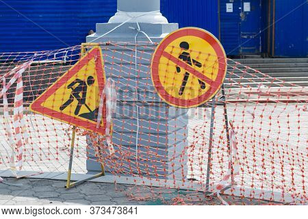 A Sign Prohibiting The Passage Of Pedestrians And Warnings About Construction Work.