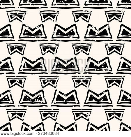 Abstract Aztec Seamless Vector Pattern Background. Backdrop Of Black And White Hand Drawn Shapes.wit