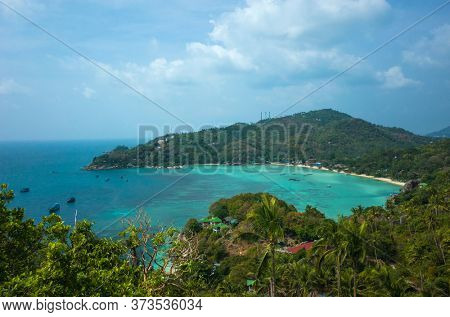 Tropical island paradise in Thailand, Koh Tao. View from John-Suwan Viewpoint on Chalok baan kao bay