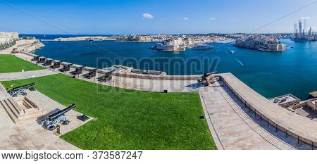 Saluting Battery In Valletta And The Grand Harbour, Malta