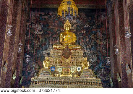 Bangkok, Thailand - December 24, 2015: Golden Buddha Statue On Decorated Golden Throne. Wat Pho, Tem
