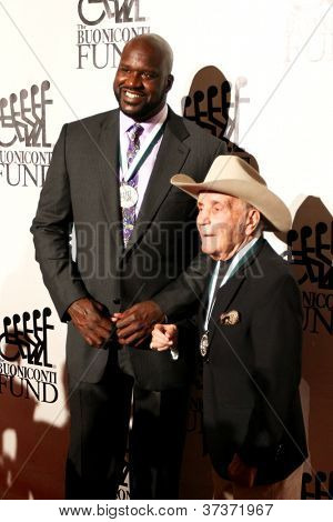 NEW YORK-SEPT. 24: Shaquille O'Neal and boxer Jake LaMotta (R) attend the 27th Great Sports Legends Dinner for the Buoniconti Fund at the Waldorf-Astoria on September 24, 2012 in New York City.